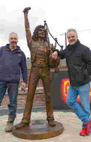 JohnMcKenna05 with Bon Scott ACDC statue Kirriemuir