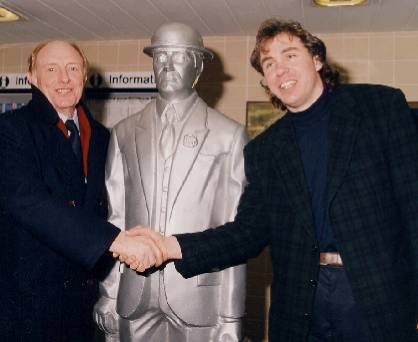 Neil kinnock European commissioner transport labour politician welsh john mckenna sculptor commuter statue aluminium casting waiting for train snowhill